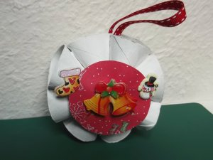Simple Recycled Christmas Decoration